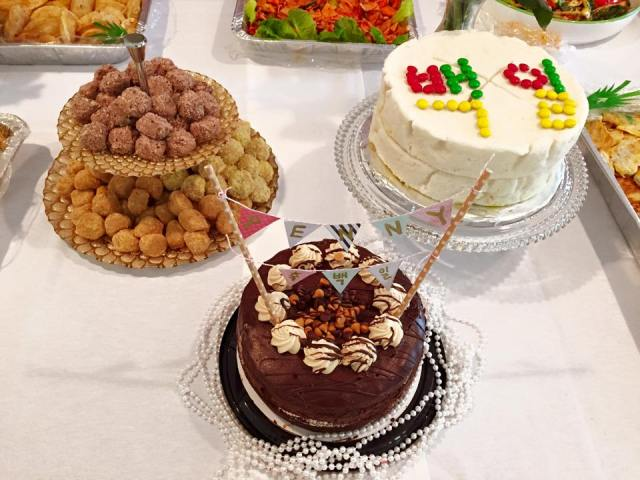 small rice cakes, reese's peanut butter cake with the bunting, and the traditional rice cake for the baek-il